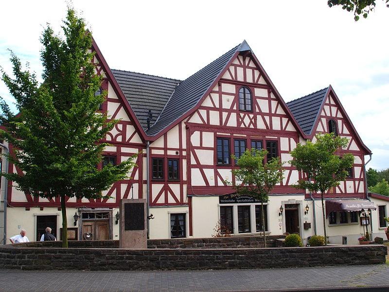 3 giebelhaus hennef dreigiebelhaus restaurant 3 giebelhaus in hennef ber uns. Black Bedroom Furniture Sets. Home Design Ideas